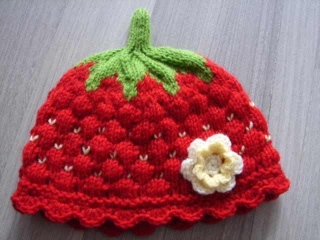 Wwwhaukes Stuebchende 1 Babymütze Rot Mit Häkelblüte Erdbeere